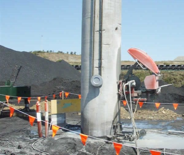 Cutting off concrete piles at ground level with wire saw